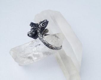 snake ring // serpent stone
