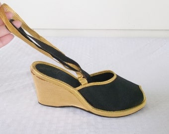 1950s Vintage Black & Gold Wedgie Shoes Size 5 1/2 to 6 Stardusters