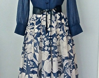 Gorgeous Vintage 1960s - 1970s Summer Sheer Navy Blue and White Floral Maxi Dress sz 12