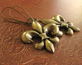 Fleur de lis Earrings Brass gift for her fleur de lys earring fleur de lis jewelry Renaissance earrings Medieval earrings fleur-de-lis shape