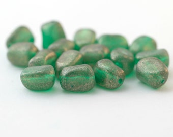 Vintage Lucite Green Gold Wash Nugget Beads 12mm (16)