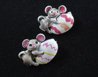 Easter Jewelry- Vintage Mouse with Easter Eggs Brooch- Pair Set of 2 Tiny Mice Scatter Pins- Gray White Pink Enamel- Vintage Brooch