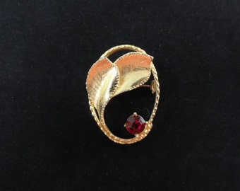 Vintage Oval Leaves Brooch- Red Rhinestone- Gold Metal- Oval Brooch- Foliage Pin