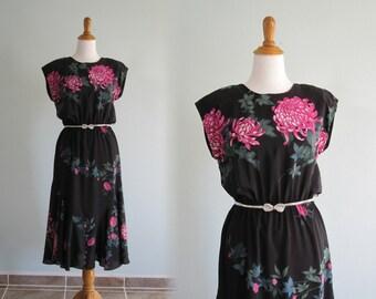 LAST CHANCE CLEARANCE Vintage 80s Dress with Mermaid Hem - Elegant 80s Black Floral Dress with Low Back - Vintage 1980s Dress M