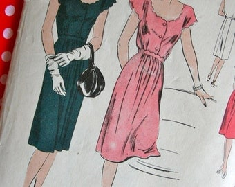 Vintage 1940s Vogue Pattern 5135 - Beautiful Misses'  One Piece Dress with Scalloped Neckline & Sleeves  * Size 16 *  Bust 34 *