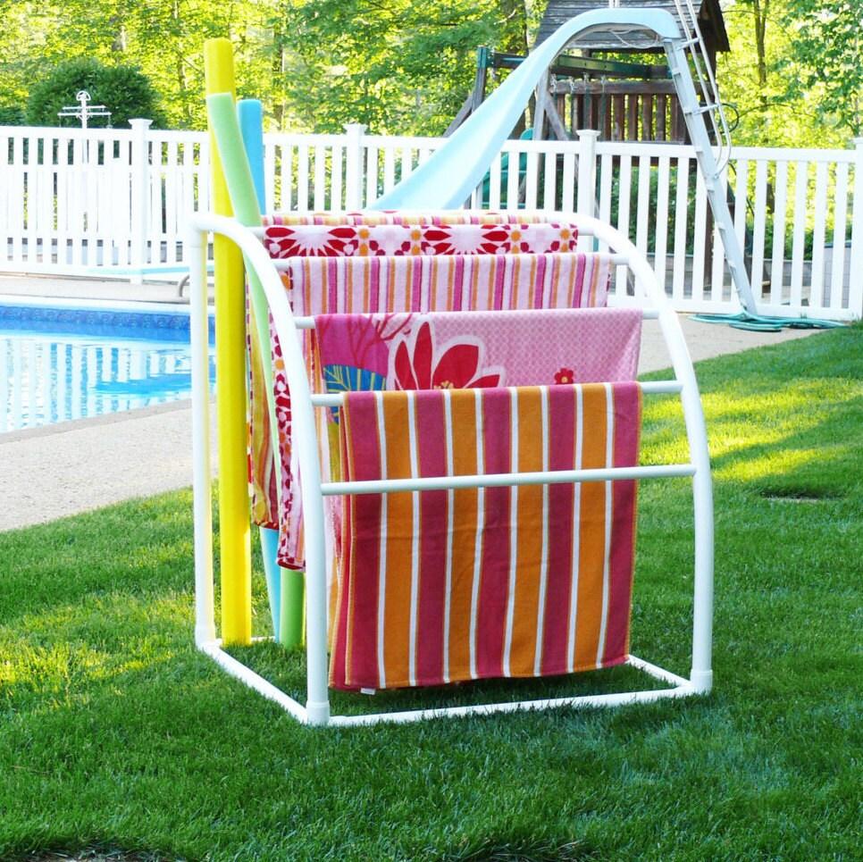 Pool Towel Sign With Hooks: 7 Bar Curved TowelMaid Rack
