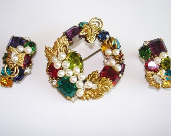 Brooch Earrings  Made in  Austria Rhinestone Pearls Gold Tone.