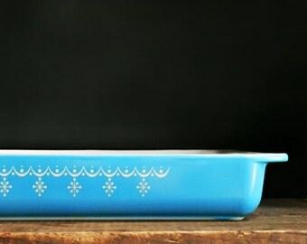 Pyrex Lasagna Dish, Snowflake Blue Garland, 9x13, Baking Pan, Casserole Dish, Ovenproof, Retro Kitchen