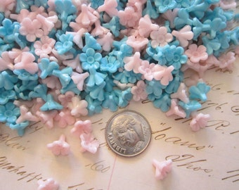 100 tiny vintage plastic flowers - pink and blue - 8mm wide