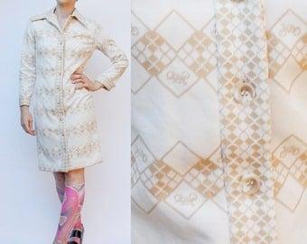 Vintage 70's polyester dress, Bicycle pattern / argyle, beige & white - Medium