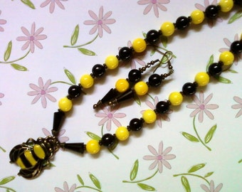 Black and Yellow Bumblebee Necklace and Earrings (2117)