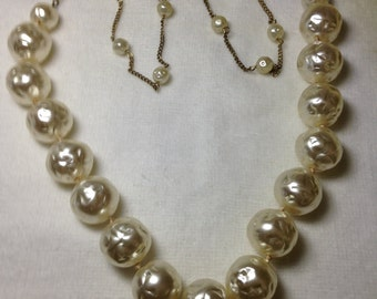 Faux Pearl Necklace // Large Beads // Vintage