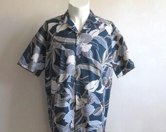 Vintage 1970s Men's Shirt Blue Hawaiian Floral Orchid Short Sleeve Shirt Medium