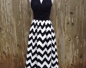 Black & White Keyhole Neckline Chevron Maxi Dress - size 4
