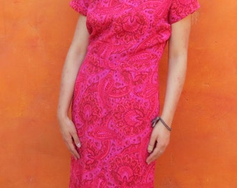 Vintage 1950s 1960s Paisley Shades pink Coral Wiggle Dress.