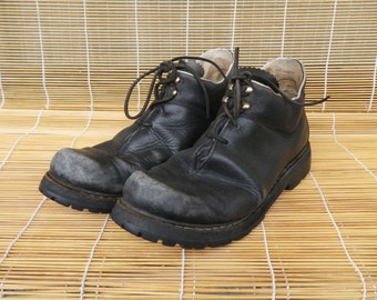 Vintage Woman's Distressed Black Leather Lace Up Shoes Size 39 Euro / US Woman 8