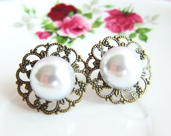 Pearl Earrings in Vintage Design, White Ivory Pearl Antique Brass Post Studs. Bridal Earrings Jewelry Bridesmaid Earrings Gift for Her