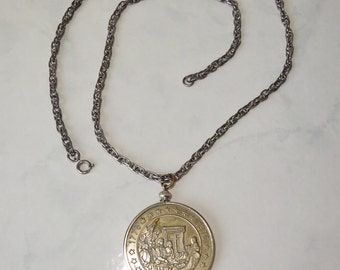 Vintage Bicentennial Medallion Pendant Necklace