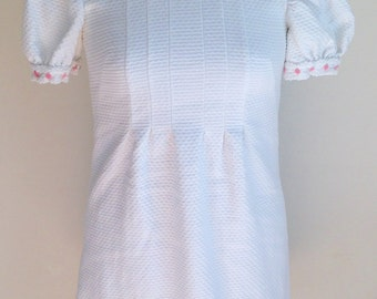 "Vintage 1960s Misses' Juniors' White Short Puff Sleeve Mini Dress (31"" Bust)"