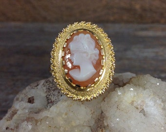 18kt Gold Cameo Ring