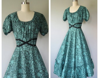 SALE was 82.00 / 50s cotton floral dress size small - medium / 50s full skirt dress / vintage peasant dress