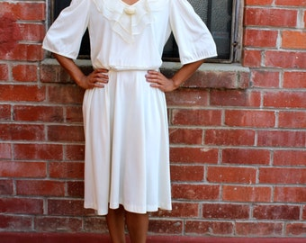 Vintage Mid Century Queen Row White Boho Retro Swing Dress // Day Dress // With Chiffon and Rose Detail Size 16