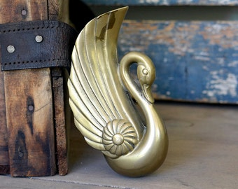 Swan Wall Pocket Planter in Brass - Elegant Hanging Figurine in Gold Color, Beautiful Patina - Shabby Chic Vintage Home Decor