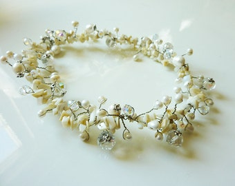 Ivory White Pearls and Crystal Wire Twisted Wreath Necklace