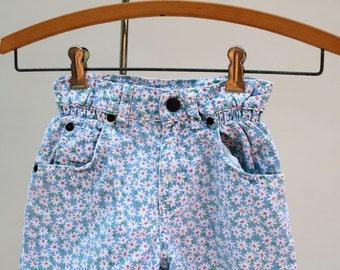 Vintage 80s LEVIS girls shorts. Sweet floral pattern. Authentic Levis shorts. Daisy shorts. Girls shorts. Toddler shorts. Size 4-5.