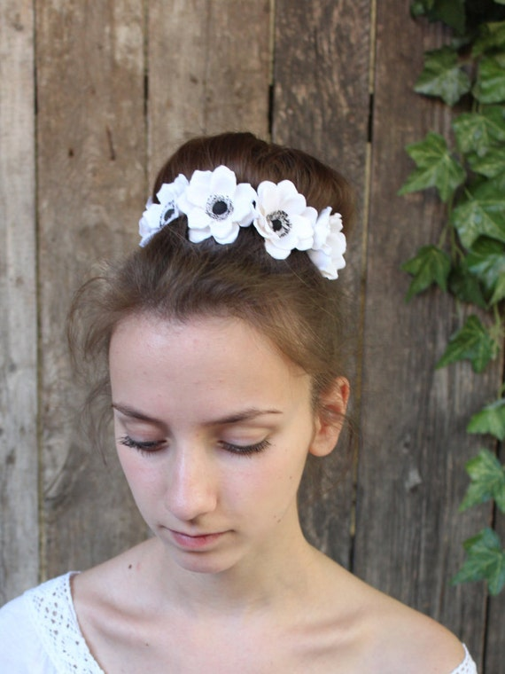 White anemones.Hair bobby pin polymer clay flowers. Set of 3.Anemone Wedding Hair Pins