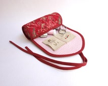 Fabric sewing case / Needle book / Travel sewing pouch / Sewing on the go / Japanese cotton / French General red floral fabric