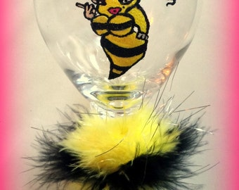 Hand Painted Wine Glasses, Queen Bee-otch Wine Glasses, Queen Bee Wine Glasses, Yellow and Black Glasses, Bumble Bee Glasses, Party Glasses