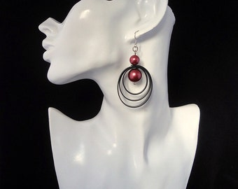 Black earrings / Earrings with glass beads / Earrings with red beads.