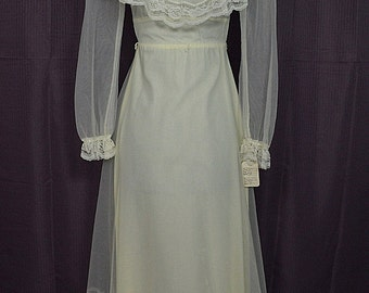 1970s Vintage Peasant Style White Long Sleeve Wedding Dress Lace Ruffles, Size 5-6