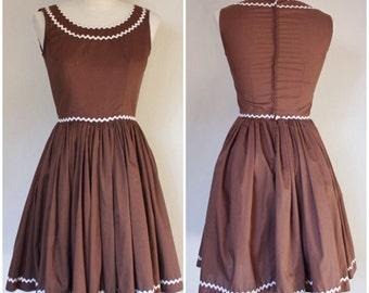 Vintage 1960s Dress | 60s Swing Dress | Square Dancing Dress | Brown Full Skirt Dress | XS