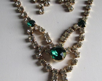 VINTAGE Prong Set Emerald Green and Clear Rhinestone Necklace with Matching Earrings  d2