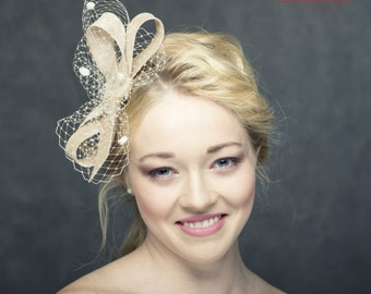 Modern beige fascinator with french veiling, beige veiling with spots, headbow with veieling, fascinator bow with netting