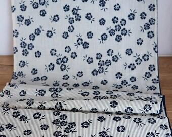 Vintage Cotton Dianthus Flower  Indigo and White Yukata Fabric  (1 meter)