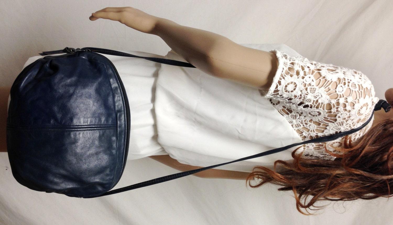 blaue leder handtasche tasche blau leder cross body. Black Bedroom Furniture Sets. Home Design Ideas