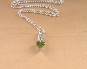 "925 Peridot Heart Pendant & 18"" Chain/Peridot Gemstone Necklace/Peridot Jewellery/Peridot Jewelry/Peridot Jewelery/August Birthstone/925"