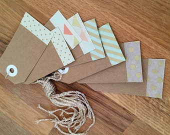Gift tags of kraft paper with a pretty border and gold strings (808)