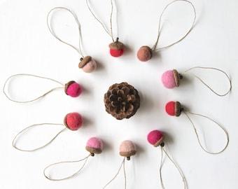 Shades of pinks felted acorns, Needle felt acorns, Wool ornaments, Christmas Holidays decor Natural wedding favor Small gift, woodland party