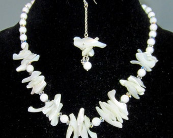 White Mother of pearl neckalce