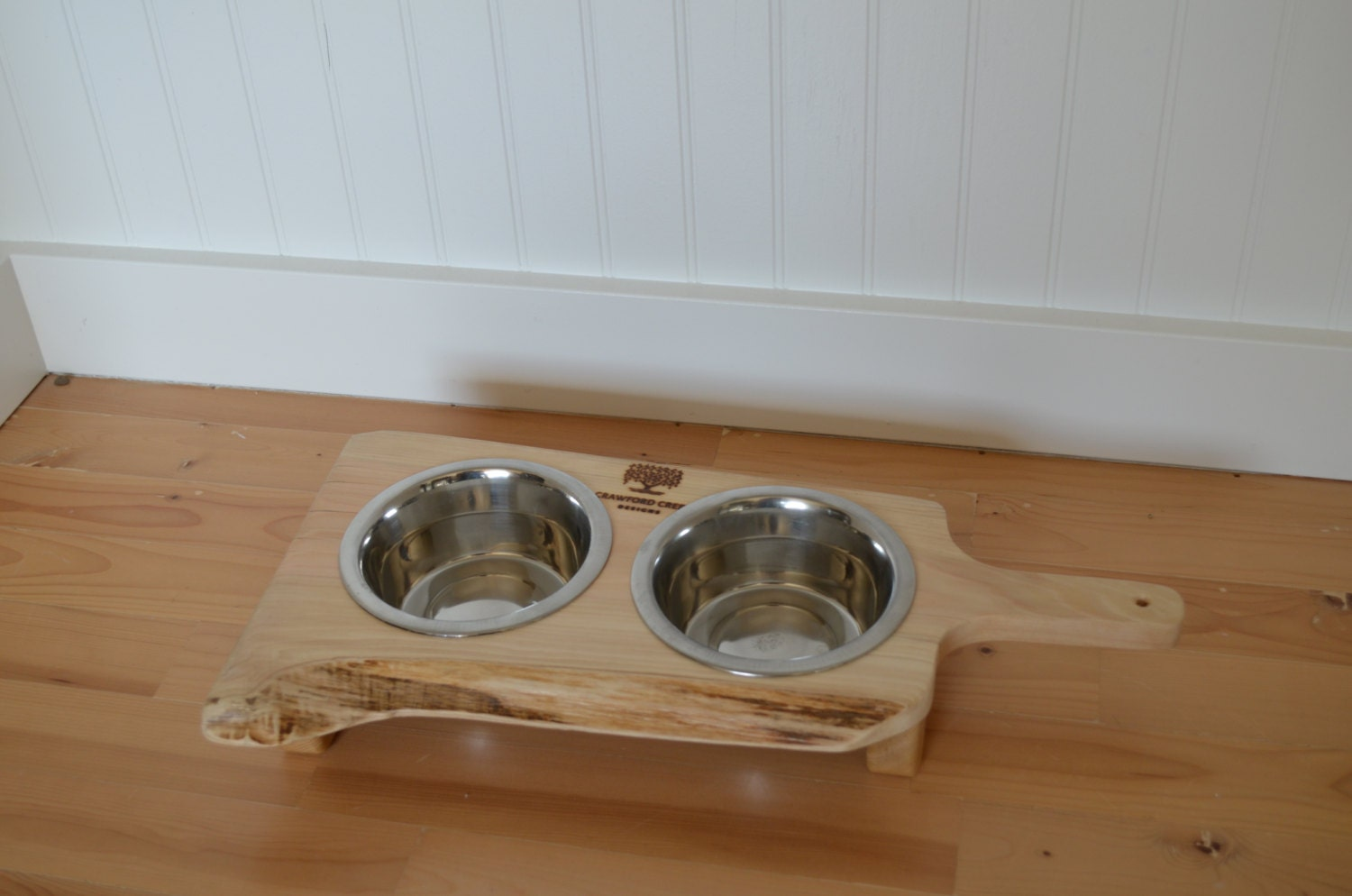 Cedar Beautiful Wood Decor With Two Stainless Steel Pet Bowls