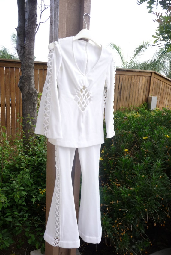 1970 39 s vintage white bell bottom and bell sleeve shirt for Bell bottom sleeve shirt