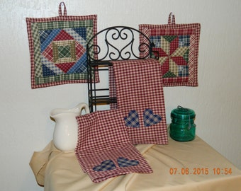 Kitchen Pot Holders/Hot Pads and Tea Towels Set in Homespun