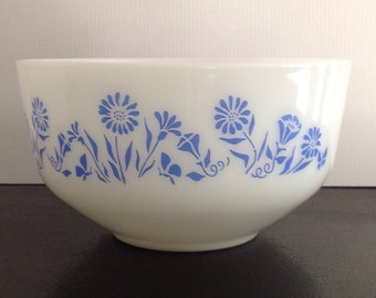 Federal Glass Mixing Bowl Cornflower Blue White Milk Glass 2 1/2 Quart Floral Daisy Morning Glory Farmhouse Country Kitchen Decor