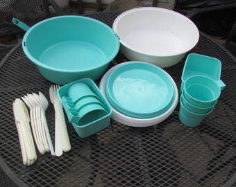 Vintage Keter plastic picnic/camping set, peppermint green & white