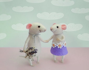 Needle felted mouse, Couple Mice, Cake topper, Couple in love, Anniversary gift, Mr. & Mrs., Eco-Friendly, animal