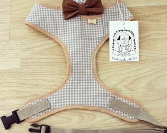 Sir George - Hand-made beige gingham harness with bow-tie, pocket and bone button